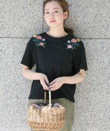 URBAN RESEARCH/【TVドラマ着用】マルチカラーフラワー刺繍カットソー/500382894