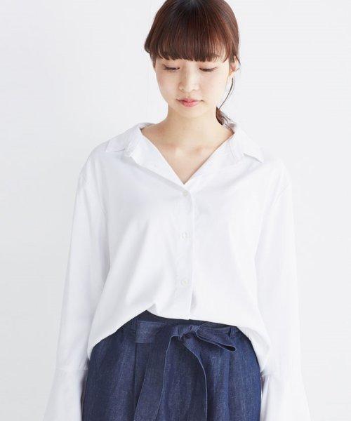 haco!(ハコ)/これ1枚で女っぽさを手に入れる なめらか素材の袖フレアーシャツ/449536_img02