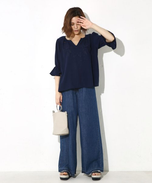 AZUL by moussy(アズールバイマウジー)/ボリュームスリーブ刺繍ブラウス/250AAW30A302_img03