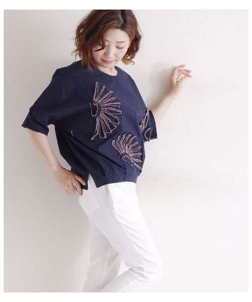 Sawa a la mode(サワアラモード)/立体的な花刺繍のドルマンスリーブトップス/mode-4927_img03