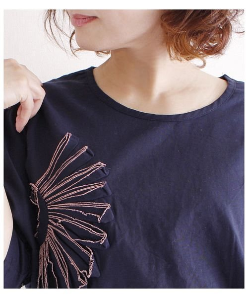 Sawa a la mode(サワアラモード)/立体的な花刺繍のドルマンスリーブトップス/mode-4927_img06