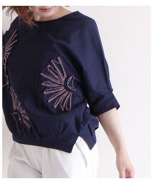 Sawa a la mode(サワアラモード)/立体的な花刺繍のドルマンスリーブトップス/mode-4927_img07