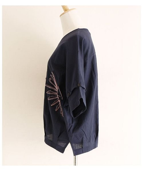 Sawa a la mode(サワアラモード)/立体的な花刺繍のドルマンスリーブトップス/mode-4927_img17