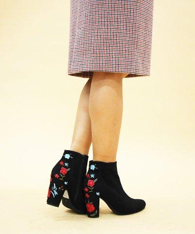 【31 Sons de mode(トランテアン ソン ドゥ モード)】花刺繍ブーツ