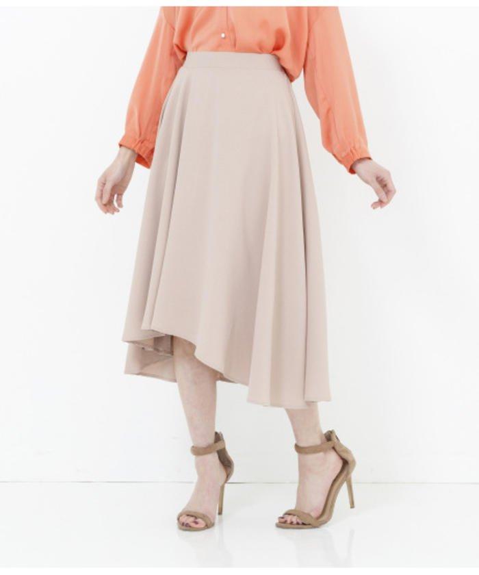 変形ヘムフレアスカート