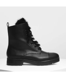 CHARLES & KEITH/ファーディテール コンバットブーツ / Furry Detail Combat Boots (Black)/501682815