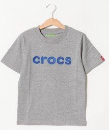 crocs(KIDS WEAR)/CROCSロゴサテン刺繍半袖Tシャツ/501618131