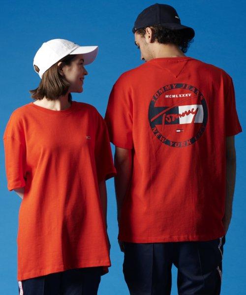 TOMMY JEANS(トミージーンズ)/バックグラフィックTシャツ/DM0DM06314