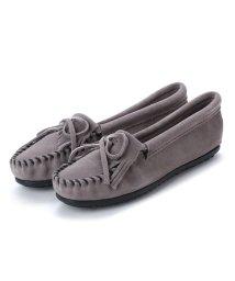 MINNETONKA/ミネトンカ Minnetonka KILTY Suede Moccasin Shoes (グレー)/502173219