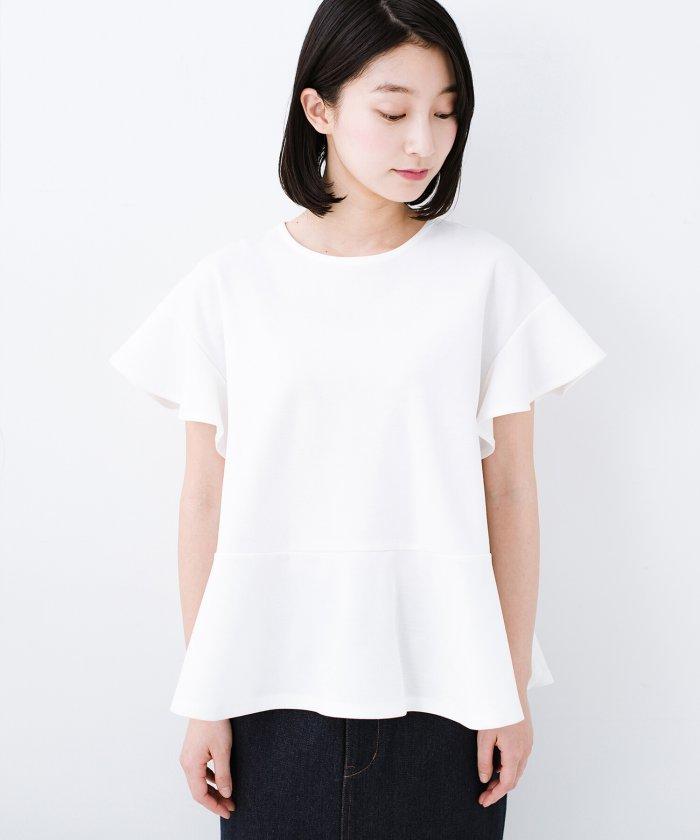 いつものデニムスタイルを女っぽくしてくれる Tシャツがわりに便利なカットソートップス by que  made me
