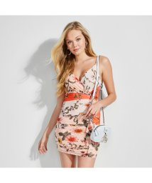 GUESS/ゲス GUESS SKYLAR FLORAL RUCHED DRESS (FLOURISH FIELDS SHIMA PINK)/502301046