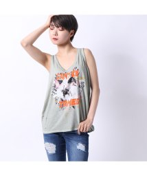 GUESS/ゲス GUESS CAN'T BE TAMED GRAPHIC TANK (PARADISE COVE SAGE)/502333501