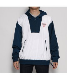 GUESS/ゲス GUESS HOODED TRIANGLE LOGO WINDBREAKER JACKET (PURE WHITE MULTI)/502453844