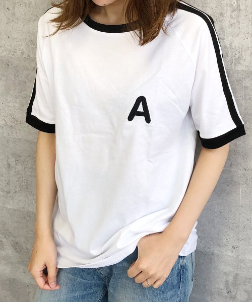 felt maglietta(フェルトマリエッタ)/大人気のラインBIGシルエットTシャツ◎胸部分の刺繍がポイント♪ライン刺繍Tシャツ/トップス/Tシャツ/ライン/韓国ファッション/BIGシルエット/オーバーサイ/am229