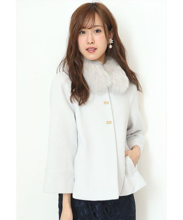 【美人百花12月号掲載】ファー付きケープ風コート