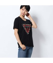 GUESS/ゲス GUESS PEARLS TRIANGLE LOGO TEE (JET BLACK)/502544443