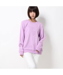 GUESS/ゲス GUESS EMBOSS TRIANGLE LOGO CREW SWEAT (LAVENDER)/502591589