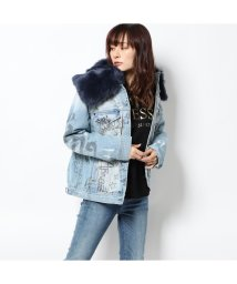 GUESS/ゲス GUESS ELLIE FAUX-FUR DENIM JACKET (GRAFF WASH)/502772862
