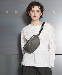 MAISON mou/【CONVERSE/コンバース】PU Body Bag/フェイクレザーボディバッグ/503050768