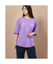 GUESS/ゲス GUESS Loose Fit Downtown Logo Tee (PURPLE)/503221939