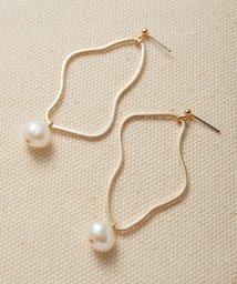 haco!/デイリーに使えて便利!ゆるやかな曲線が女っぽいゴールドパーツと淡水パールのイヤアクセ/503287417