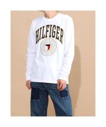 TOMMY HILFIGER/トミーヒルフィガー TOMMY HILFIGER シールドロゴ ロングスリーブ Tシャツ (ホワイト)/503417840